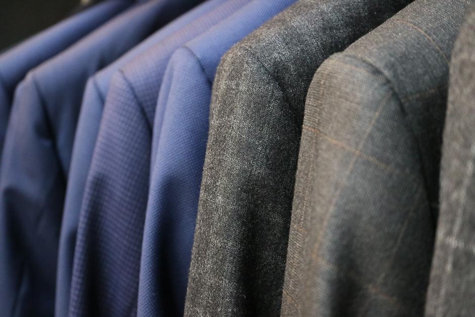 Preisgünstige Herren Anzüge in verschiedensten Farben und Passformen bietet der Herrenausstatter Mario Wien Mitte